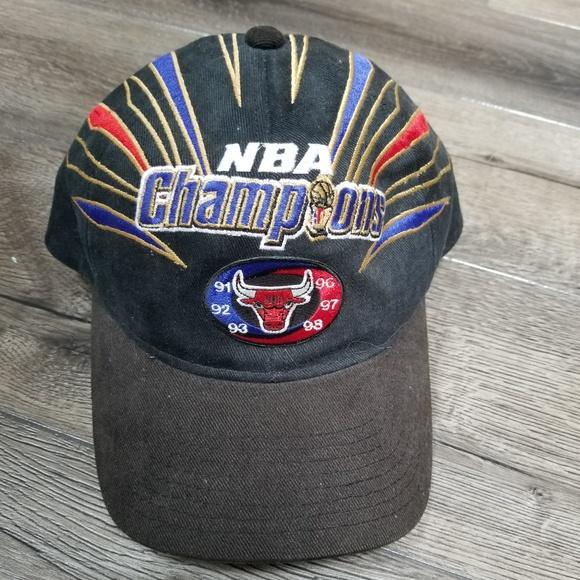 0ea030fd2d8aea Vintage Starter Chicago Bulls Hat. M_5b5e7dc37386bcc8030b9a7d